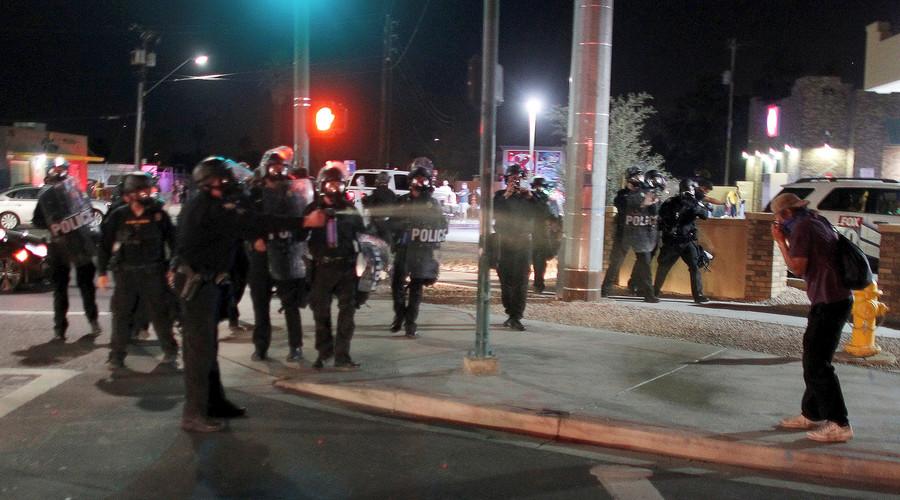 Phoenix police use tear gas on Black Lives Matter rally (PHOTOS, VIDEOS)