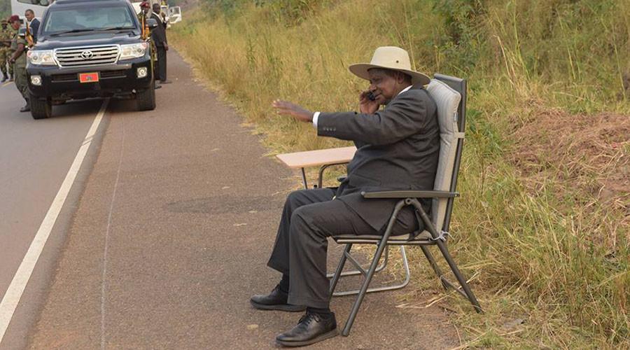 Ugandan president becomes online sensation after roadside call goes viral (PHOTOS)
