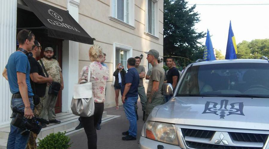 Ukrainian nationalists block Polish politicians in Odessa hotel over 'pro-Russian stance'