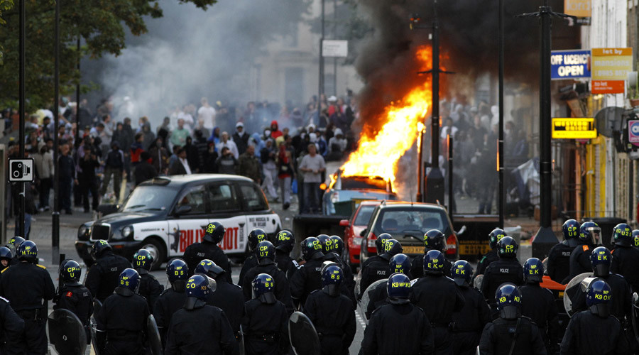 Fears of riots after looting & violence on London's hottest day echo 2011 unrest