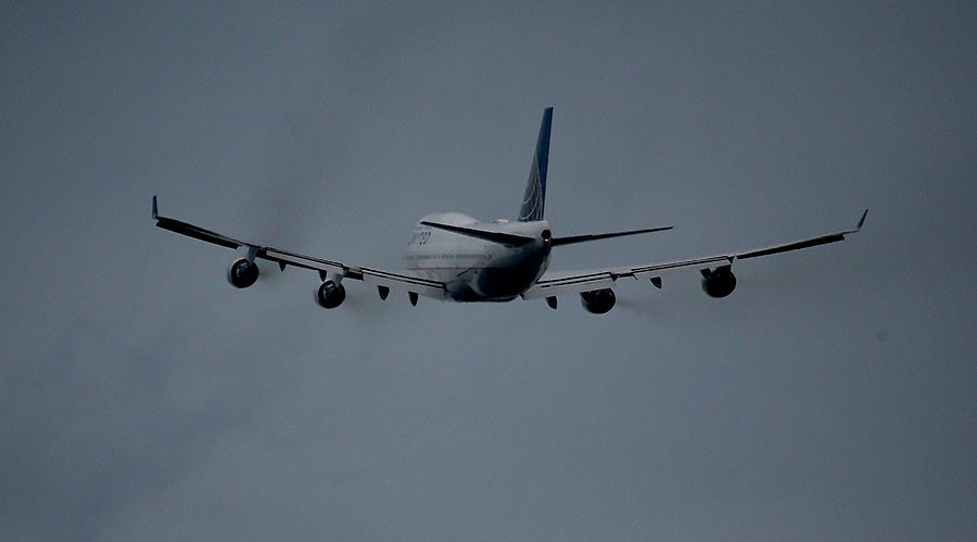 Environmentalists spar with EPA on jet engine exhaust, air pollution