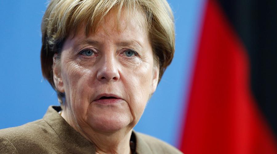 Majority of Germans don't believe Merkel will handle refugee crisis - poll