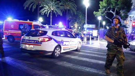 French soldiers and police secure the area after at least 80 people were killed in Nice © Eric Gaillard