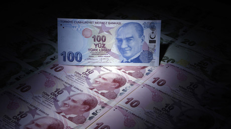 A Turkish 100 lira banknote is seen on top of 10 lira banknotes in this illustration picture taken in Istanbul © Murad Sezer