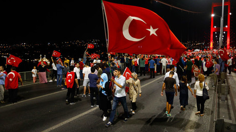 Pro-government demonstrators march over the Bosphorus Bridge, from the Asian to the European side of Istanbul, Turkey, July 21, 2016. © Osman Orsal