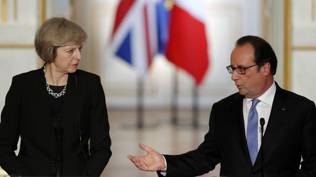French President Francois Hollande (R) and Britain's Prime Minister Theresa May attend a news conference at the Elysee Palace in Paris, France, July 21, 2016. © Philippe Wojazer