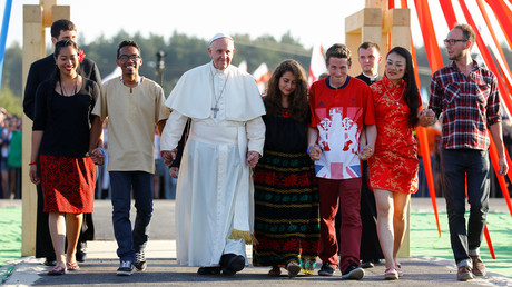 Pope Francis walks through Holy Door with youth at the Campus Misericordiae during World Youth Day in Brzegi near Krakow, Poland July 30, 2016 © Stefano Rellandini