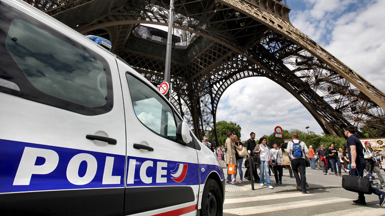 Abandoned luggage sparks evacuation at Eiffel Tower