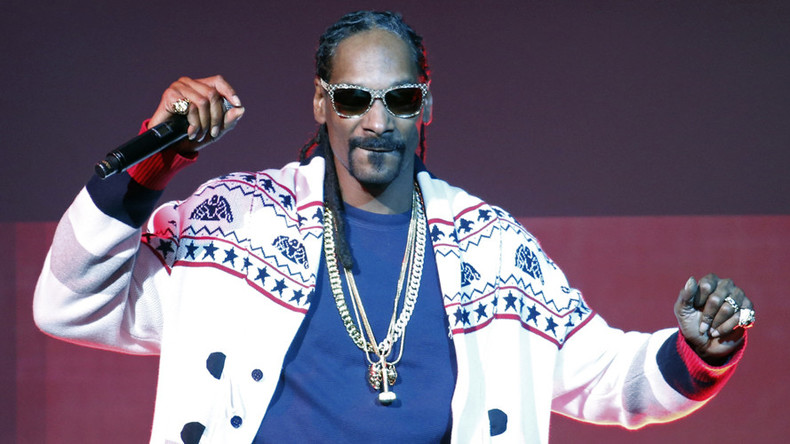 Dozens injured at Snoop Dogg, Wiz Khalifa show after rail collapses (VIDEO)