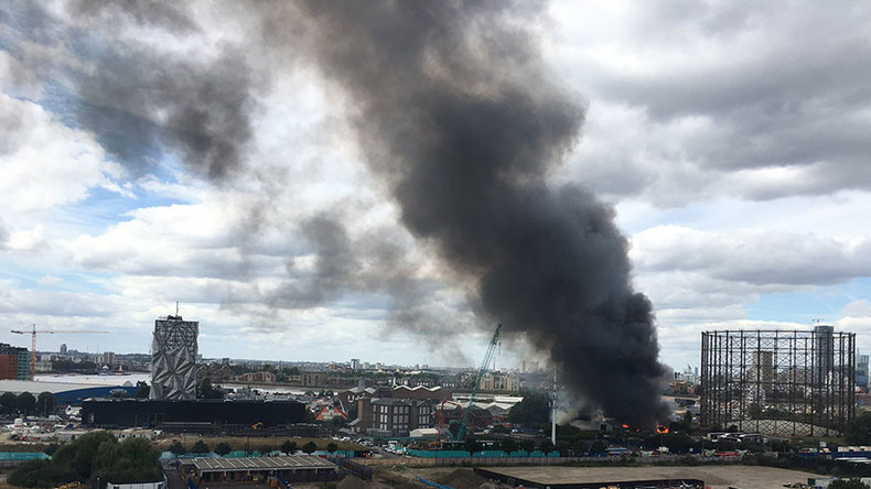 London's burning: Firefighters scramble to tackle 2 major blazes