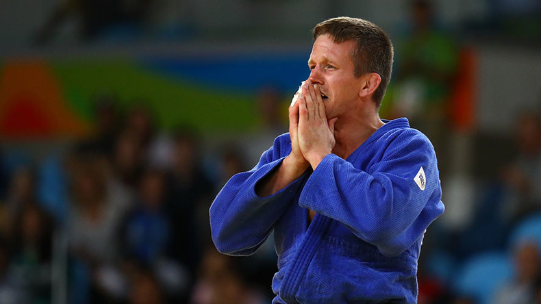 Thug punches Belgium's 'Bear from Brecht' judo medalist in face on Copacabana, steals phone