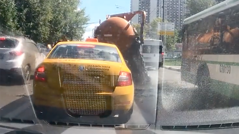 Full of s**t: Watch how this sewage truck exploded all over Moscow street