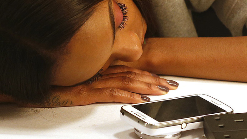 Gadget-addicted Swedes claim it's now safe to read off of smartphone in bed