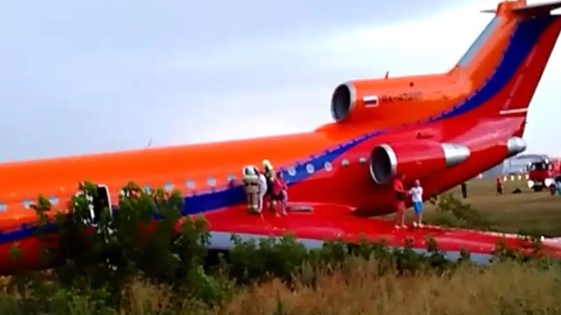 Extreme landing: Passenger plane overshoots runway in Russia (VIDEOS, PHOTOS)