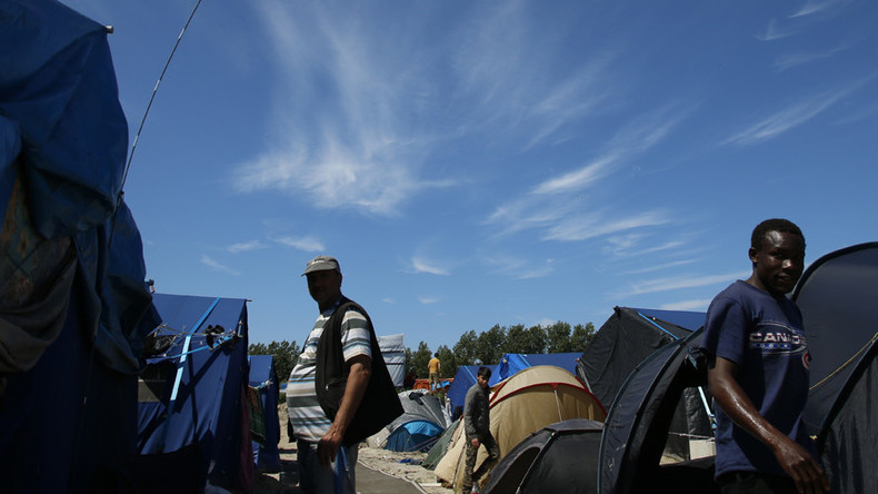 French court refuses to close eateries & shops in Calais 'Jungle' camp as migrant numbers top 9,000