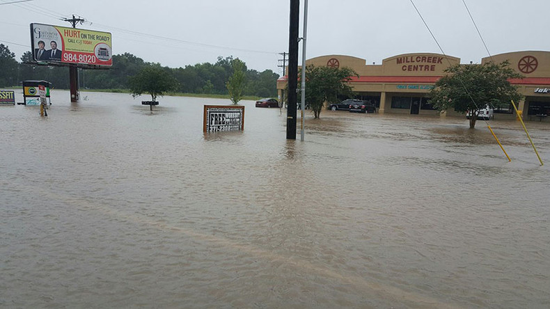 Drastic flooding kills 2, leaves 2 injured, Southern states brace for more heavy rain (PHOTOS)