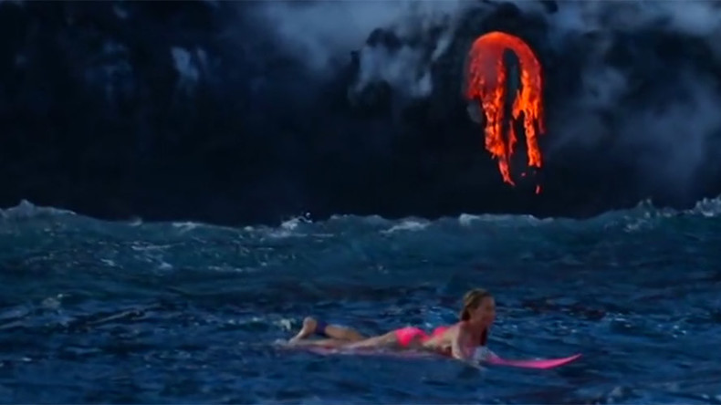 Adventurer surfs meters from lava-spewing volcano in Hawaii (VIDEO)