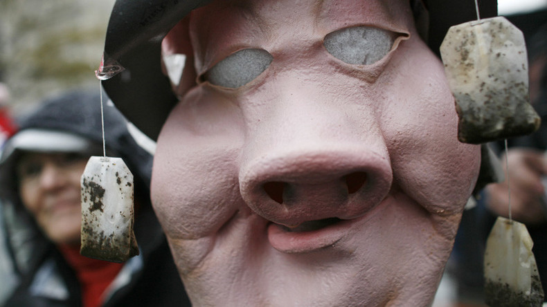 Pig mask public sex couple cause traffic jam in Sweden