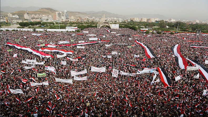 Saudi jets strike Yemen's capital during 100,000 strong rally in support of Houthis (VIDEO)