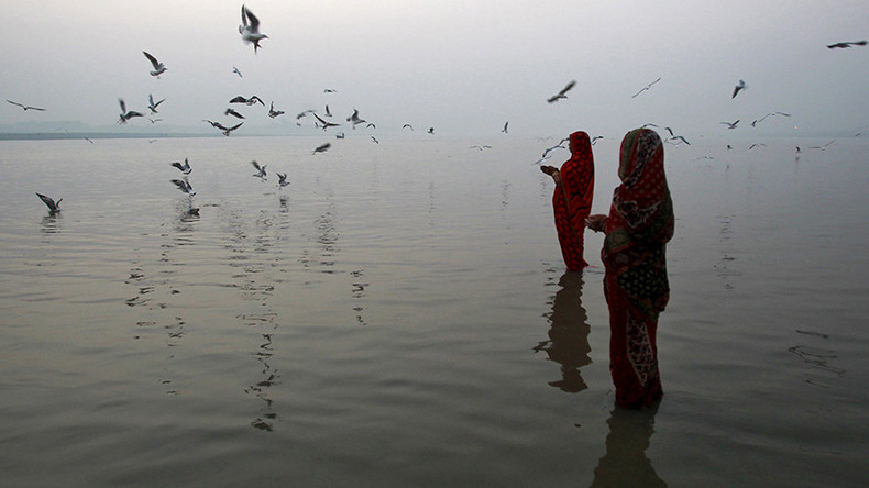 Flood fury: Indian MP lambasted on Twitter for being lifted over ankle-deep water
