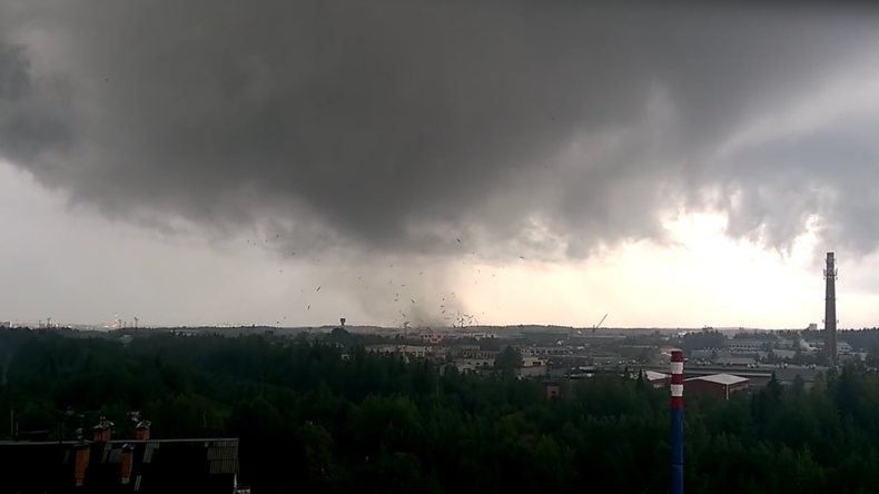 'Dogs flew 20 or 30 meters': Rare twister wreaks havoc in Russia (VIDEO)