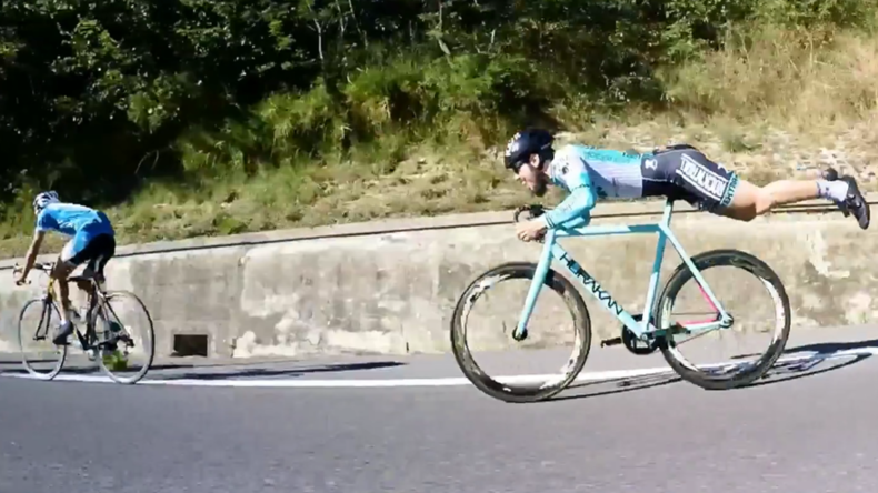 Wheel deal: Cyclist channels inner Superman to destroy rivals (VIDEO)