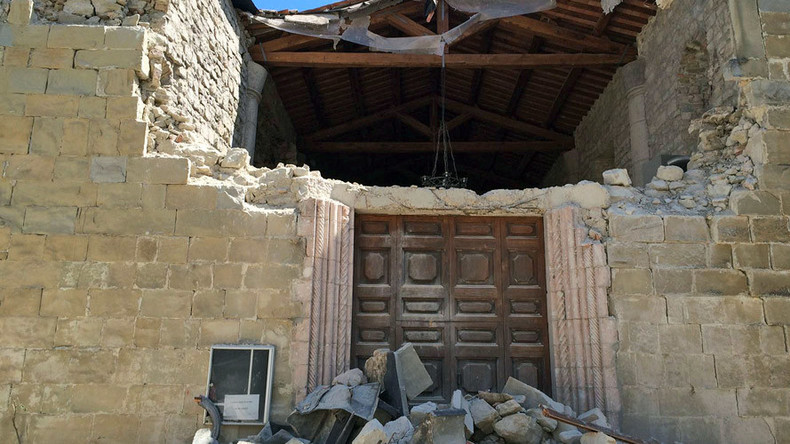 Refugees & restaurants come to help destroyed Italian towns as death toll rises over 280