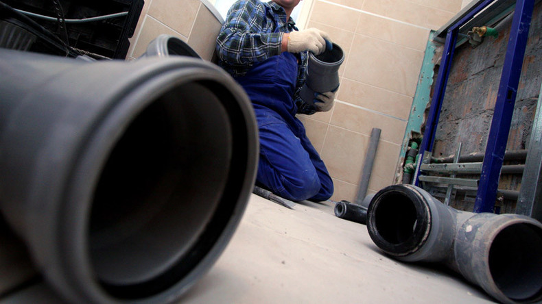 Is this the hardest-working council worker ever? (PHOTO, POLL)