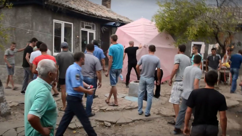 Gypsies forced out of Ukrainian village, violence erupts following killing of 8yo girl (VIDEO)