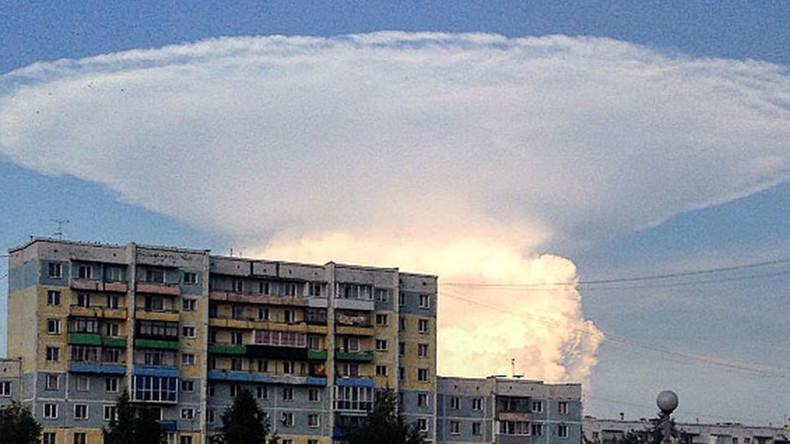 Giant mushroom-shaped cloud scares locals in Siberia (VIDEO, PHOTOS)