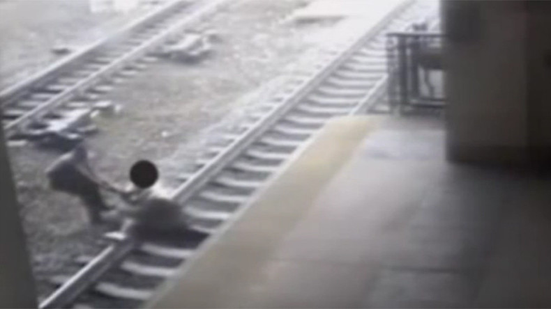 Nerve-shredding footage shows cop's desperate struggle to save man from oncoming train (VIDEO)
