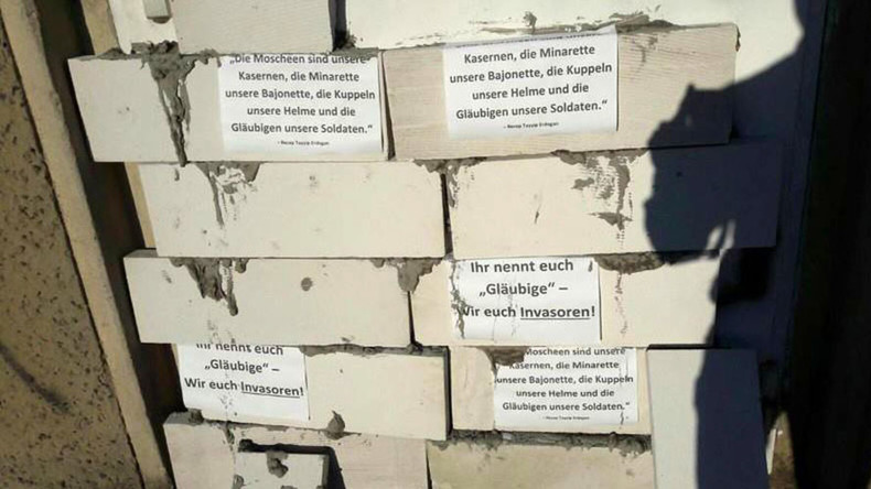 German police probe vandalism & hatred after door to mosque gets bricked up