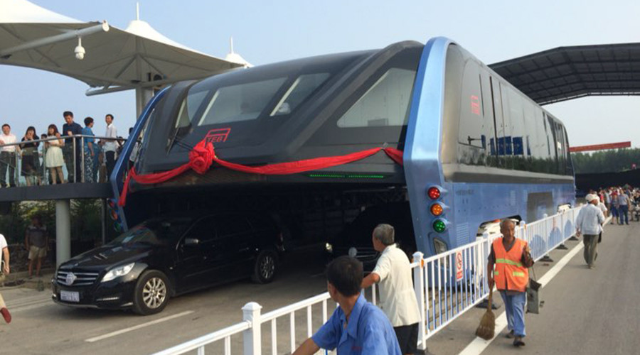 Futuristic bus that drives above car traffic goes on test run in China (PHOTOS, VIDEOS)