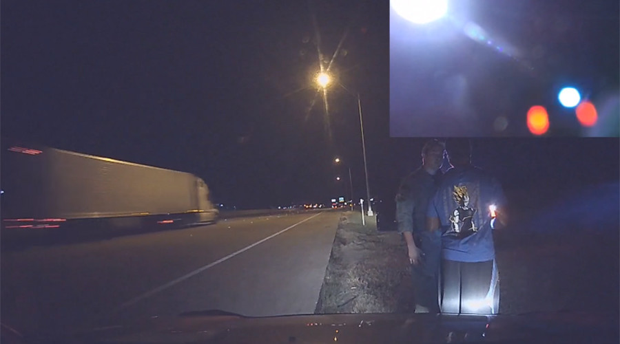 Man pulls over speeding state trooper, lets him off with a warning