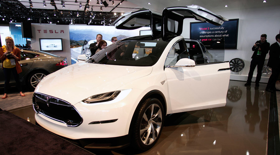 Safe driving: Tesla autopilot drives owner suffering pulmonary embolism to ER
