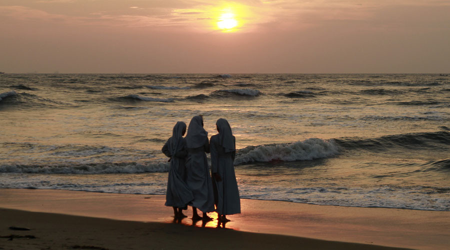 Italian imam posts photo of nuns on beach to discuss burqini ban, gets FB account blocked