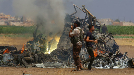 Men inspect the wreckage of a Russian helicopter that had been shot down in the north of Syria's rebel-held Idlib province, Syria August 1, 2016. © Ammar Abdullah