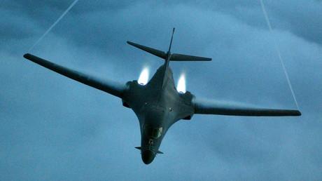 A U.S. B-1 bomber ©