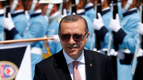 Turkish President Tayyip Erdogan reviews a guard of honour during a welcoming ceremony at the Presidential Palace in Ankara, Turkey, August 5, 2016. © Umit Bektas
