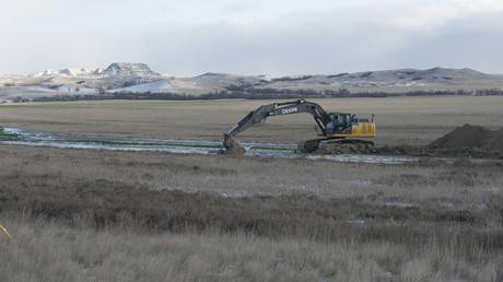 Equipment stands idle at pipeline construction site near Williston, North Dakota © Andrew Cullen