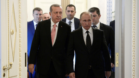 Russian President Vladimir Putin (R) and Turkish President Tayyip Erdogan enter a hall during their meeting in St. Petersburg, Russia, August 9, 2016. © Alexei Nikolsky