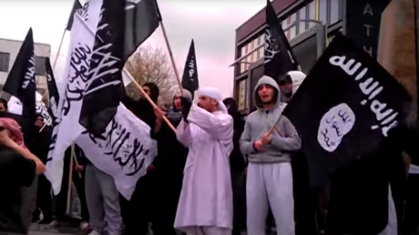 ISIS & Islamist groups in Germany recruit refugees, infiltrate mosques – intel chief