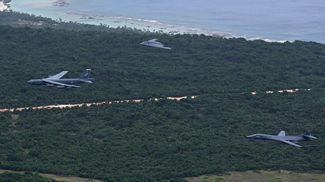 A US Air Force B-52 Stratofortress, B-1 Lancer and B-2 Spirit launch from Andersen Air Force Base, Guam, for an integrated bomber operation Aug.17, 2016 © U.S. Air force