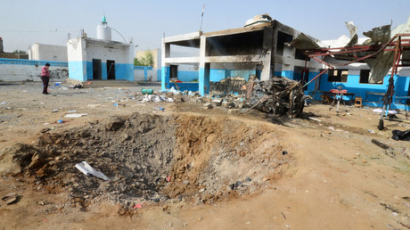 A crater caused by a Saudi-led coalition air strike is seen at the yard of a hospital operated by Medecins Sans Frontieres in the Abs district of Hajja province, Yemen August 16, 2016. © Abduljabbar Zeyad