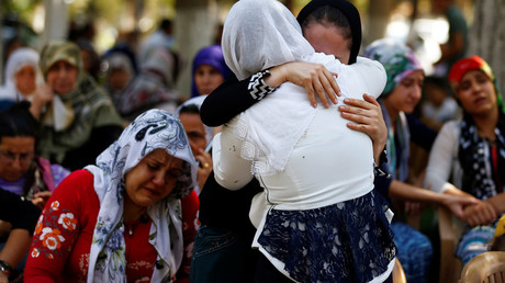 Women mourn as they wait in front of a hospital morgue in the Turkish city of Gaziantep, after a suspected bomber targeted a wedding celebration in the city, Turkey, August 21, 2016. © Osman Orsal