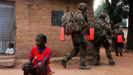 French soldiers conduct a daytime patrol in a neighbourhood in Bangui © Andreea Campeanu