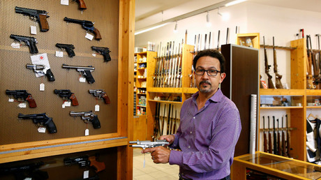 Daniel Wyss, president of the Swiss weapons dealers association, holds a Beretta gun in his Wyss Waffen gun shop in the town of Burgdorf, Switzerland August 10, 2016. © Arnd Wiegmann