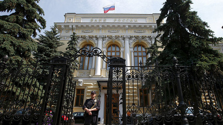 A policeman stands guard at the main entrance to the Central Bank of Russia in Moscow, Russia. ©Maxim Zmeyev