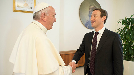 Pope Francis shakes hands with Facebook CEO Mark Zuckerberg during a meeting at the Vatican August 29, 2016. © Osservatore Romano