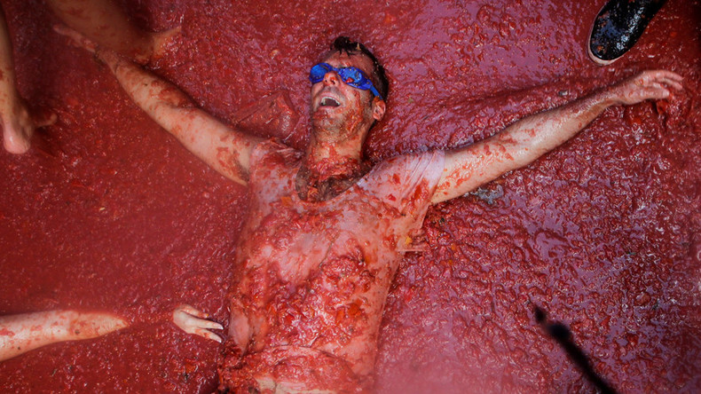 Ketchup on all the best bits from Spain's mass tomato fight here (VIDEO, PHOTOS)